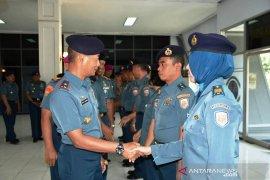 10 perwira Lantamal V naik pangkat