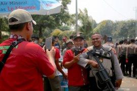 Gagal bertemu Puan, massa buruh demo DPR bubarkan diri