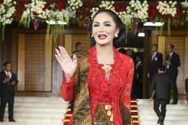 KD hingga Dian Sastrowardoyo ucapkan Hari Batik