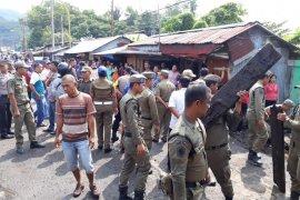 Pemkot Sibolga bongkar paksa warung liar di sekitaran Pelabuhan Pelindo I