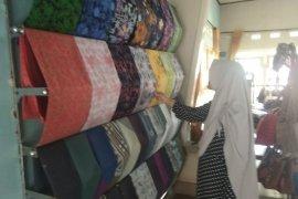 Hari Batik Nasional, toko batik di Lebak dipadati pembeli