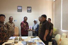 Arpus Aceh serahkan 385 buku untuk RSUDZA