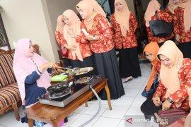 Tingkatkan kualitas SDM anggota DWP HSS gelar pelatihan kuliner
