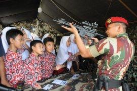 Peringati HUT, TNI gelar pameran alutsista di Lebak