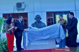 Pemerintah India tempatkan patung Mahatma Gandhi di Universitas Sari Mutiara