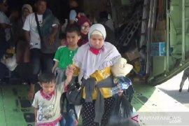Diangkut pesawat Hercules, 50 pengungsi dari Wamena tiba di Magetan