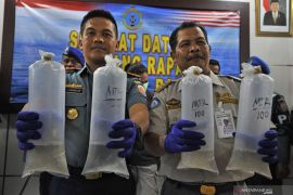 Tujuh terdakwa penyelundupan benih lobster divonis penjara di atas setahun