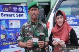 Polda bagikan 100 SIM gratis untuk TNI dan keluarga