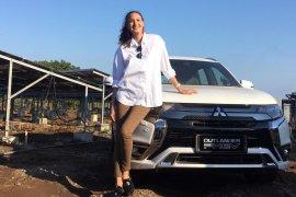 Nadine Chandrawinata : bepergian cara terbaik mengenal orang