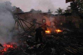 Dua rumah di Jember ludes terbakar saat ditinggal pemiliknya