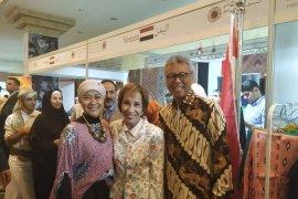 Bazaar Diplomatik Internasional di Yordania bernuansa batik Indonesia