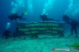 Marinir Lantamal VI gelar prosesi kenaikan pangkat di dasar laut