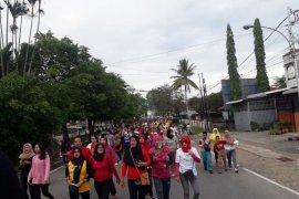 Jalan sehat warnai peringatan HUT ke-74 TNI di Singkawang