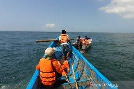 Petugas cari nelayan yang tenggelam di Cipatujah Tasikmalaya