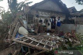 BPBD Garut: Rumah rusak diterjang angin puting beliung mulai diperbaiki