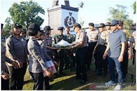 HUT TNI, Lanal Denpasar terima kejutan dari Kapolsek Denpasar Selatan