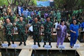 TNI Tanam 300.074 mangrove