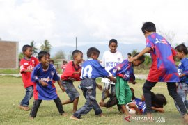 JICA dan PMI menghibur anak korban bencana gempa dan tsunami Sulteng