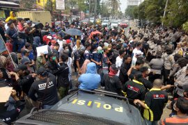 Terkait pemangkasan insentif, ratusan sopir serbu kantor Gojek Palembang