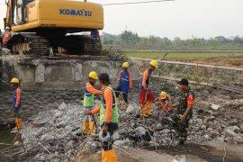 Percepat pembangunan, Satgas TMMD Sidoarjo kerahkan alat berat