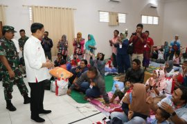 Menkopolkam Wiranto  kunjungi pengungsi di Jayapura yang kembali ke Wamena