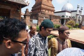 UAS kunjungi makam Sunan Kudus setelah tablig akbar dibatalkan