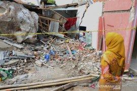 "Bupati Purwakarta inginkan tutup perusahaan tambang penyebab ""hujani batu"""
