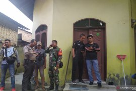 Polisi periksa rumah keluarga pelaku penyerang Menkopolhukam Wiranto