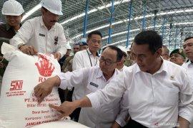 Kunjungan Mentan di pabrik gula putih PT RMI