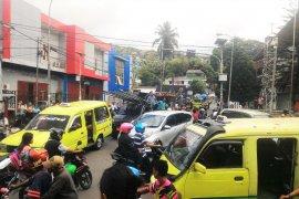 Gempa beruntun buat masyarakat Ambon panik dan mengungsi ke pegunungan