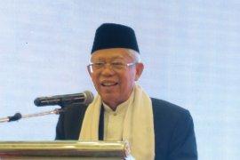 Ma'ruf Amin nyatakan wisata halal bukan merubah destinasi menjadi halal
