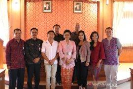 Dekranasda Bali minta desainer angkat kekayaan tenun lokal
