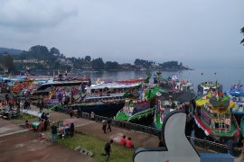 "Kapal Danau Toba ""adu indah"" di PTLF Parapat"