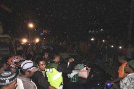 Empat meninggal, mobil tertimpa pohon di Situbondo