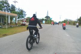 Bupati Thaher bersepeda ke objek wisata