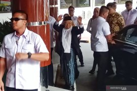 Ma'ruf Amin jenguk Wiranto di rumah sakit