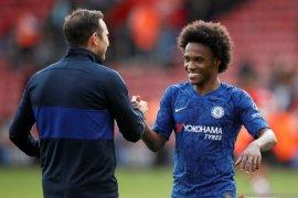 Willian isyaratkan bertahan di Chelsea