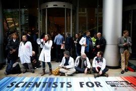 """1.445 orang peserta aksi protes perubahan iklim """"Extinction Rebellion"""" ditangkap"""
