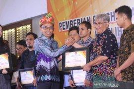 Antara Kalsel terima penghargaan KPU sukseskan Pemilu
