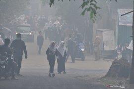 Kabut asap Palembang level berbahaya, sekolah pulangkan siswa lebih awal