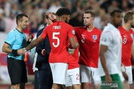 wasit hentikan laga Bulgaria vs Inggris dua kali