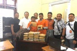 Polres Langkat kembali ringkus dua pembawa 20 kg ganja dari Aceh