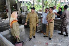Sujiwo tinjau program revitalisasi pasar rakyat Kubu Raya