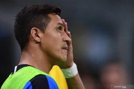Pemain Inter Milan Sanchez akan absen tiga bulan setelah operasi pergelangan kaki