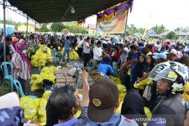 Warga Limboto padati pasar murah Pemprov Gorontalo