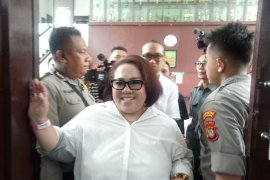 komedian Nunung sedih sidang saksi ahlinya ditunda