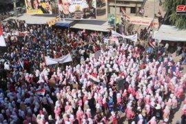Berita Dunia -  Warga Al-Mayadin sambut tentara Suriah, kutuk serangan Turki