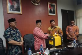 Aceh Barat hibahkan alat ukur tanah agar mudahkan administrasi  pertanahan