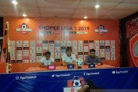 Pelatih Bali United, Stefano Cugurra intruksikan pemain Bali United agar bekerja lebih keras