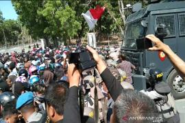 Demo depan Mapolda Sultra, tuntut penetapan tersangka penembakan mahasiswa Halu Oleo